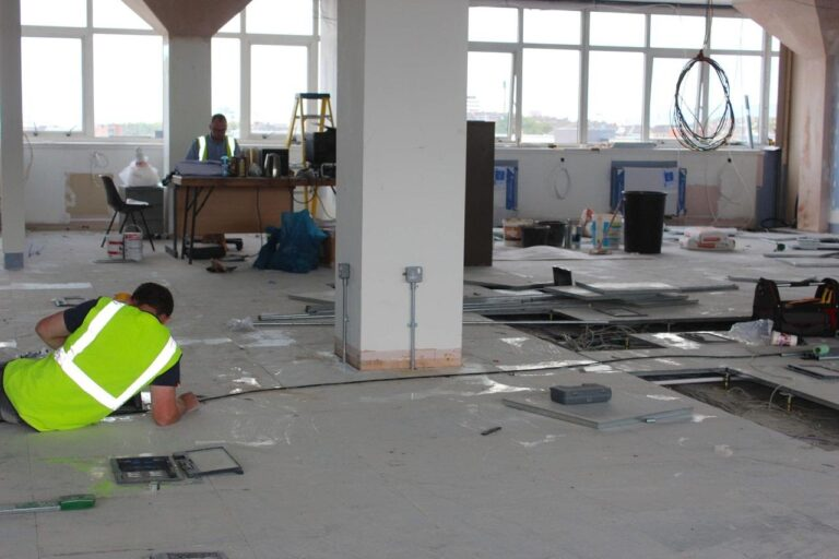 How to Spot the Right Commercial Electrician Services to Help You with Setting Up Your Establishment